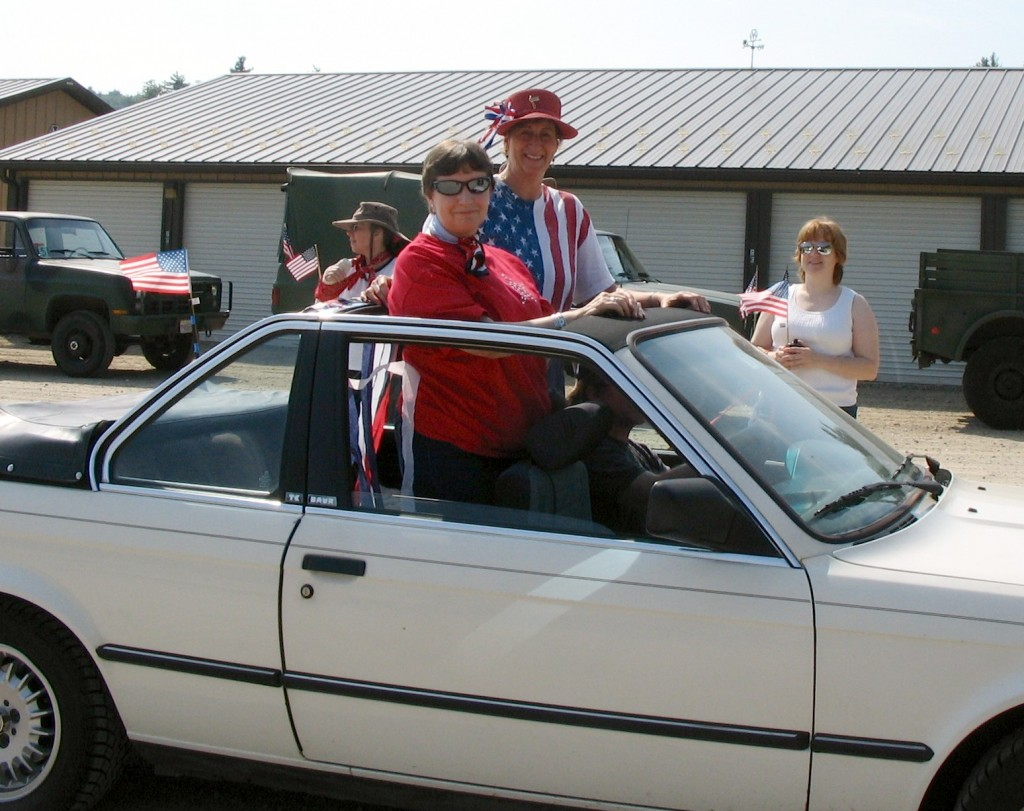 Terry Knowles and Kathleen Kenyon rode in style in Eric Peterson's convertible.